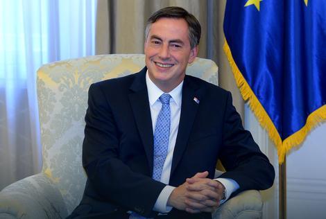 "DEJVID MEKALISTER ZA ""BLIC"" Dijalog može da donese REŠENJE ZA KOSOVO"