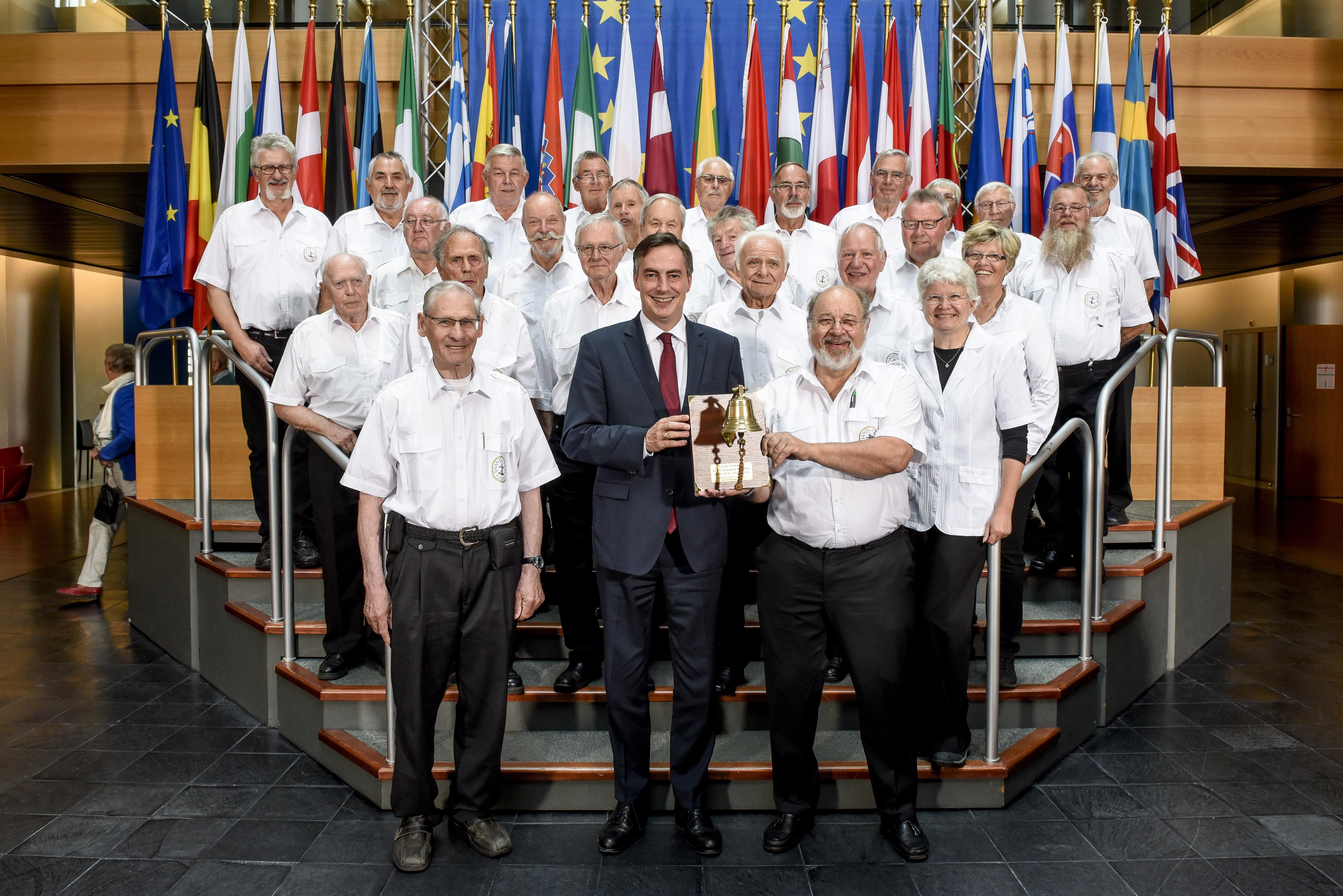 Presseinformation, 13.09.2017: Shanty-Chor Loxstedt besucht Europäisches Parlament in Straßburg