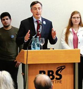 NWZ: Anfrage Im Europaparlament – Frage einer Friesoyther Schülerin erreicht Brüssel