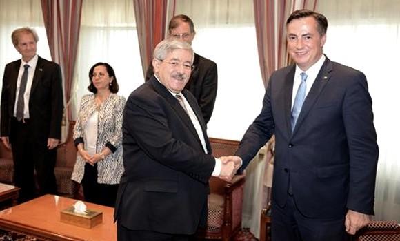 Algérie Presse Service: M. Ouyahia reçoit une délégation de la Commission des Affaires étrangères du Parlement européen