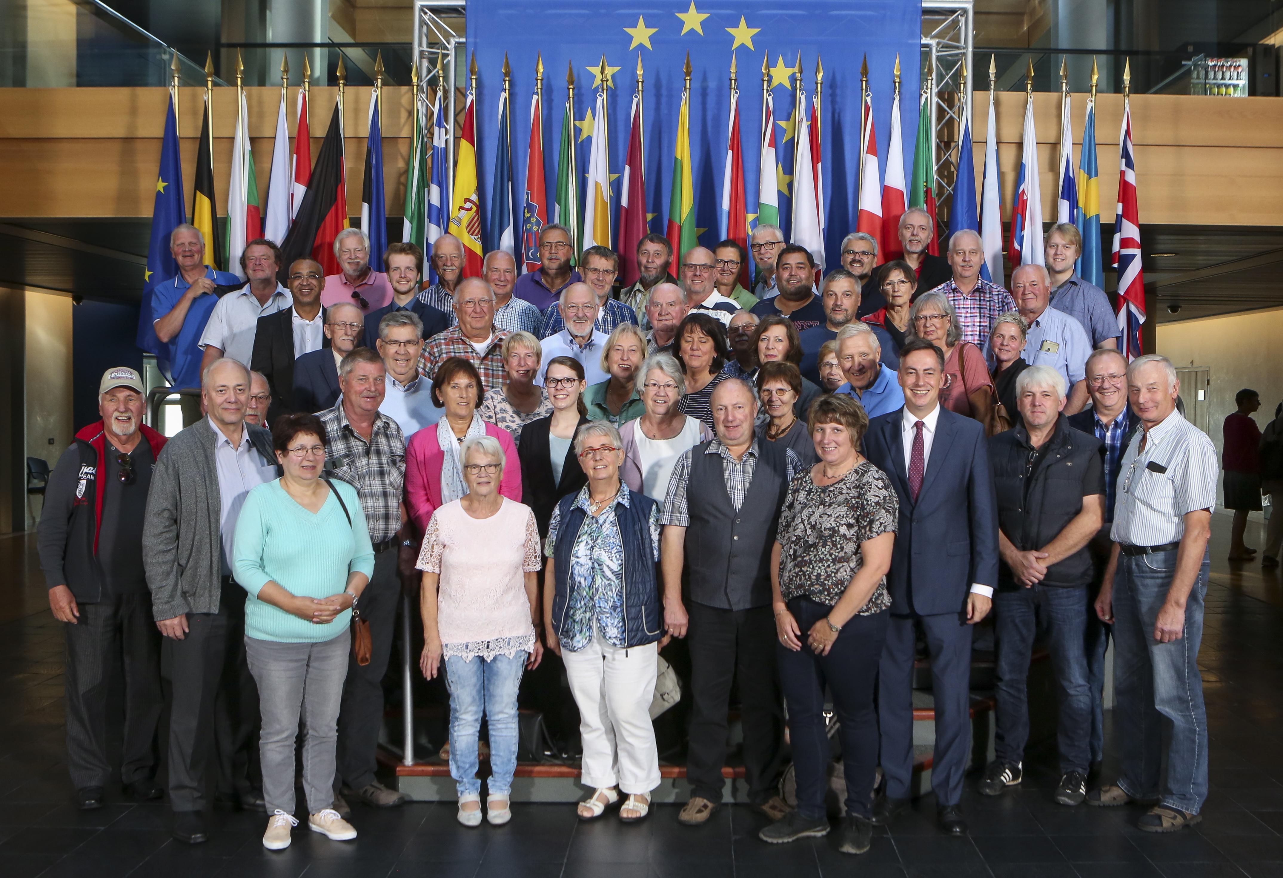 Presseinformation: Cuxländer erleben hautnah engagierte Debatten mit Tsipras