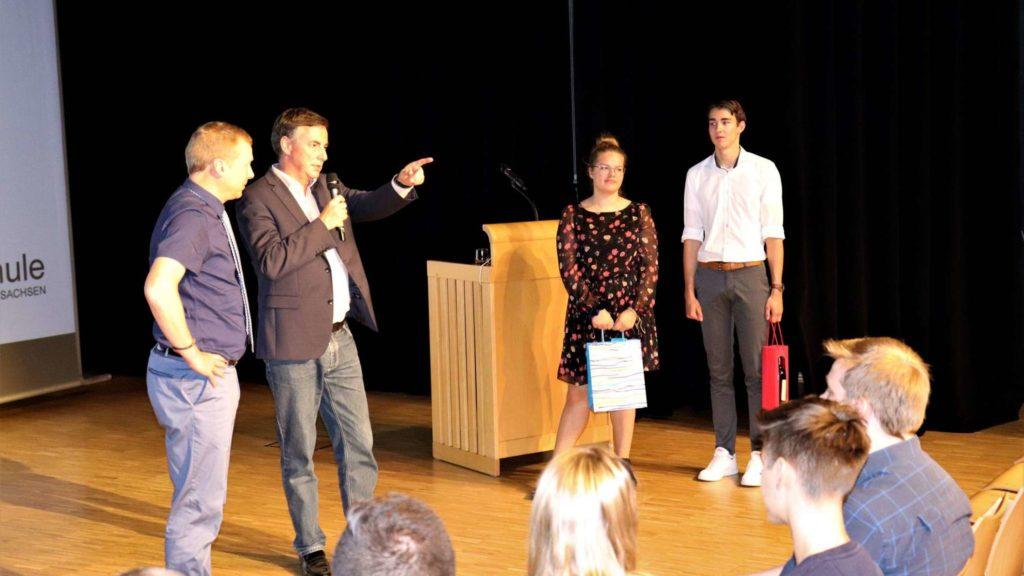 David McAllister (2.v.l.) sprach vor den Oberstufenschülern und beantwortete ihre Fragen. © Detlefsen